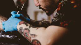 Cómo se hace un tatuaje